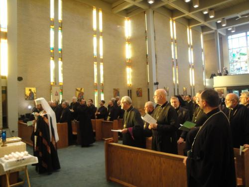 Synod of Bishops takes an oath at the tomb of Bl. Vasyl, September 8, 2012