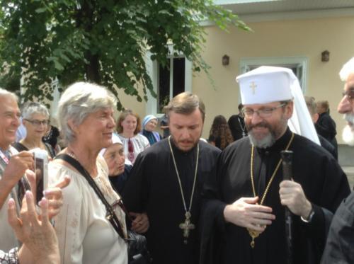 pilgrims greet Patriarch Svaitoslav